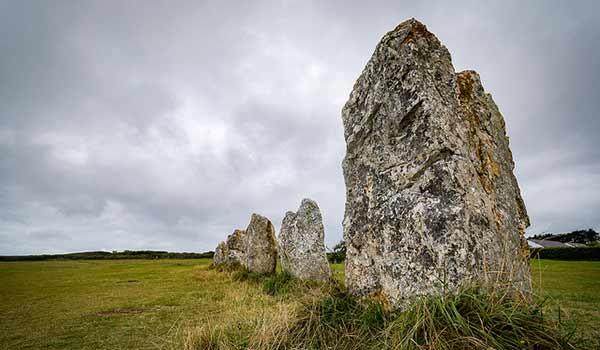 Les menhirs en Bretagne ?